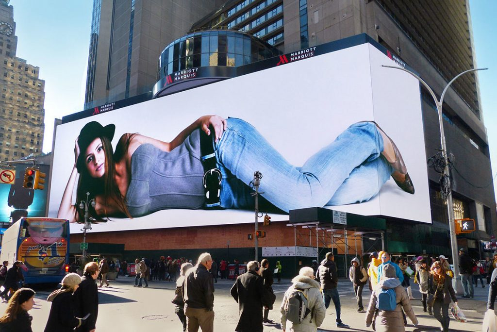 P5 outdoor permanent installation of HD LED video advertising screen